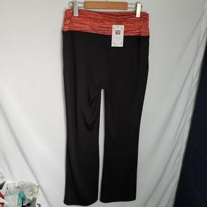 Lida O/S plus size yoga pants straight leg coral.